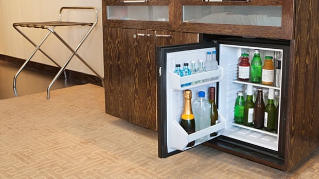 mj-618_348_clean-eating-on-the-road-get-a-fridge-in-your-hotel-room