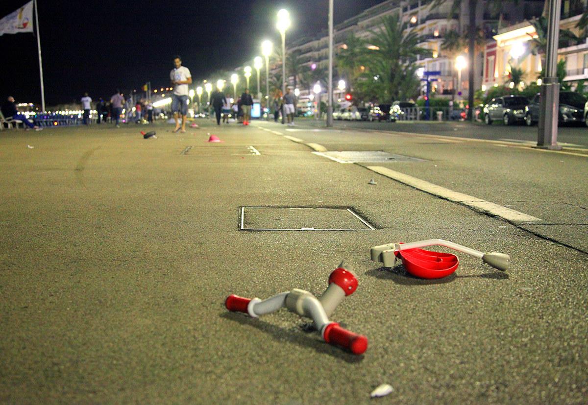 Hentaman lori ke orang ramai. Insiden terjadi di Promenade des Anglais, saat ramai orang berkumpul untuk menyaksikan pertunjukan bunga api. - Stringer / Reuters