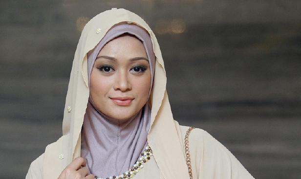 KUALA LUMPUR 20 October 2015. Pelakon. Faye Kusairi hadir pada Sidang media Zikir Perdana dan Perasmian Pertubuhan Tarekat Muktabar (PERTAMA) di Hotel Majestic, Kuala Lumpur. NSTP/Aziah Azmee