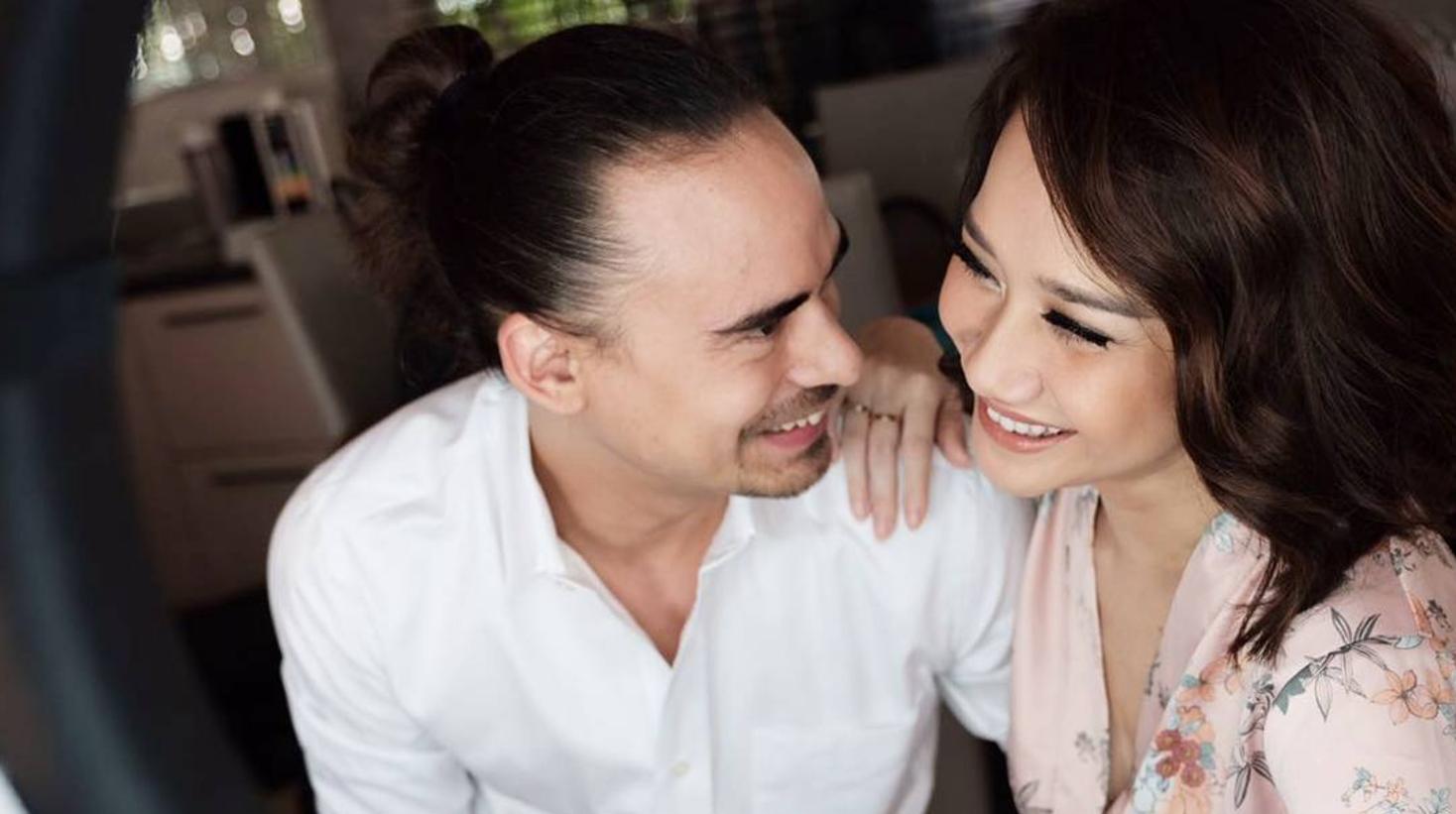 10 Gambar Romantis Ciuman Bibir Terhangat Bunga Citra Lestari Dan Ashraf Sinclair