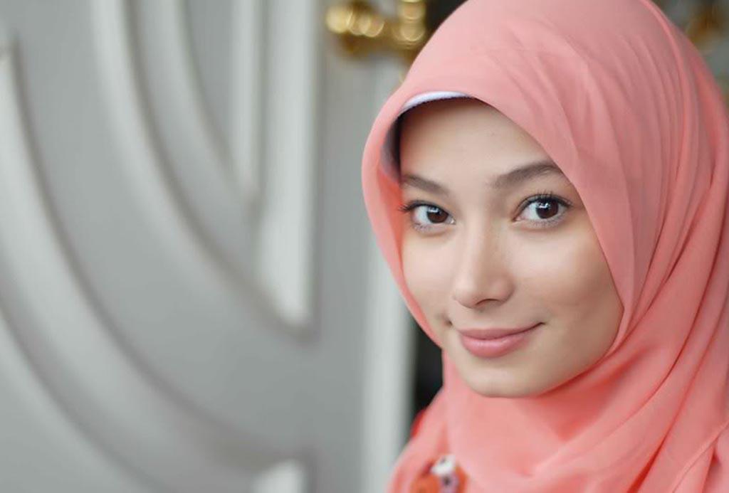 5 Artis Popular Indonesia Pilih Jadi Murtad Demi Cinta