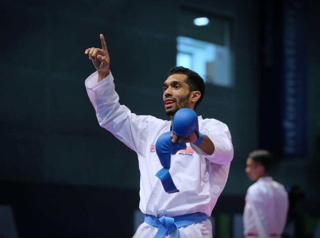 Gambar Atlet Karate Negara Pegang Coli Jadi Tumpuan